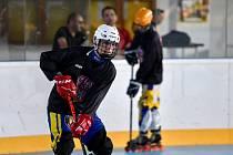 Břeclavský Adam Abazaj bude ve Švýcarsku obhajovat zlato z juniorského šampionátu v inline hokeji.