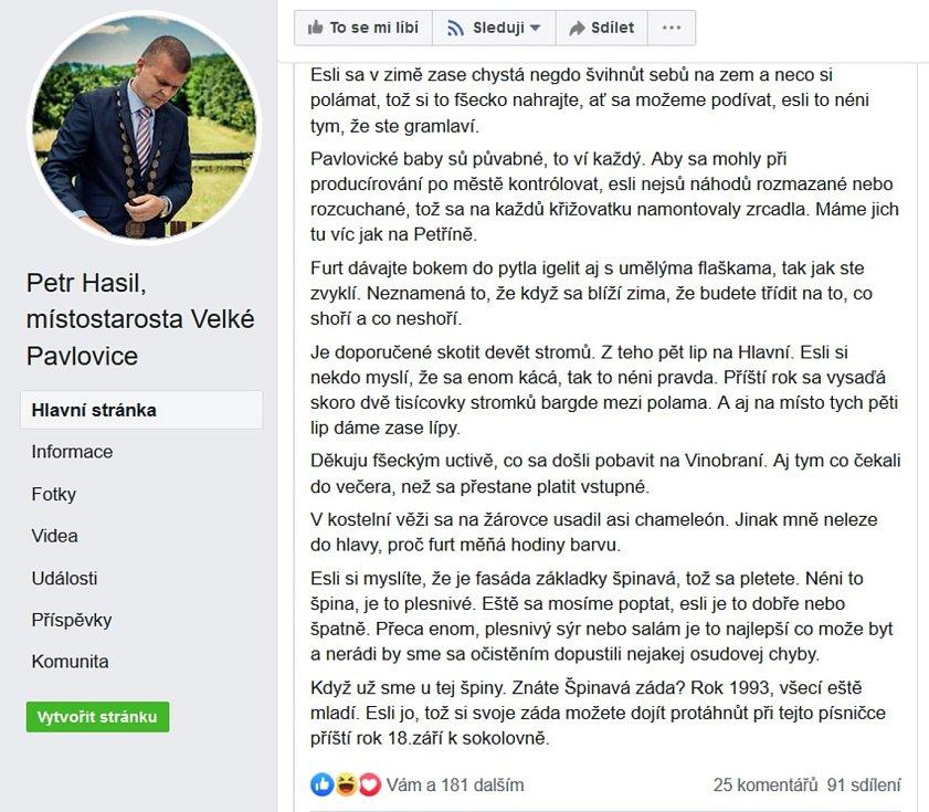 Místostarosta Velkých Pavlovic Petr Hasil si získal pozornost vtipným hlášením zpráv v nářečí.