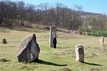 Menhiry? Pro některé lidi jsou zdroje energie. V Milotické oboře u Klentnice je dvanáctka kamenů.
