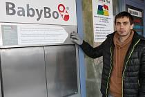 Na levé straně u vstupu na pohotovost břeclavské nemocnice je od čtvrtka nainstalovaný babybox. Slavnostně otevřený však bude až osmnáctého prosince.