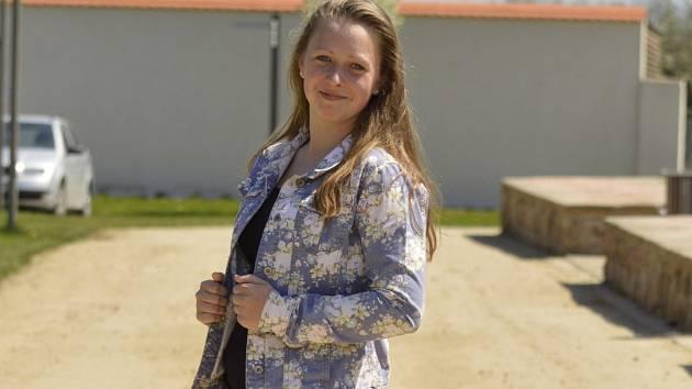 Anna Polachová z Velkých Bílovic se rozhodla zkusit malovat folklorní boty. Zatím je dělá jen pro své kamarády.