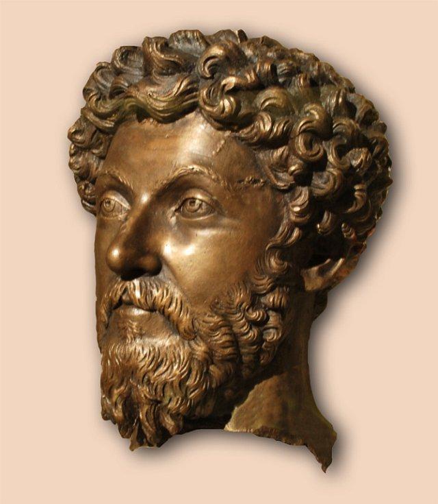 Bronzová hlava císaře Marca Aurelia nalezená v Dolní Pannonii