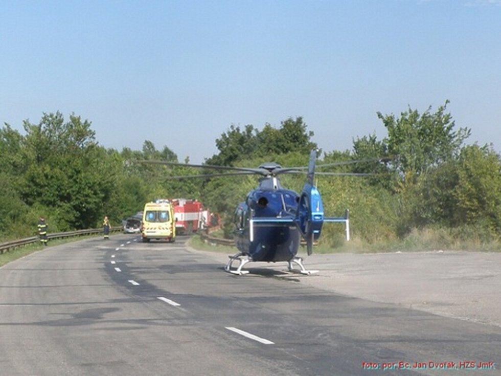 Vážná dopravní nehoda na silnici mezi Podivínem a Lednicí.
