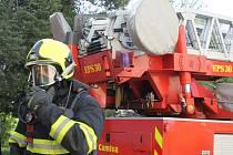 Hasiči měli v pátek ráno cvičení v barokním divadle ve Valticích. Řešili tam simulovaný požár.