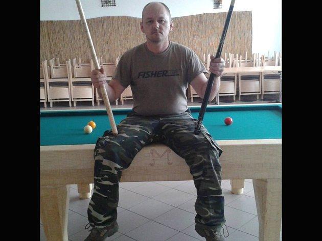 Zdeněk Matějka zNového Přerova dal dohromady kulečníkový stůl ze zápalek.