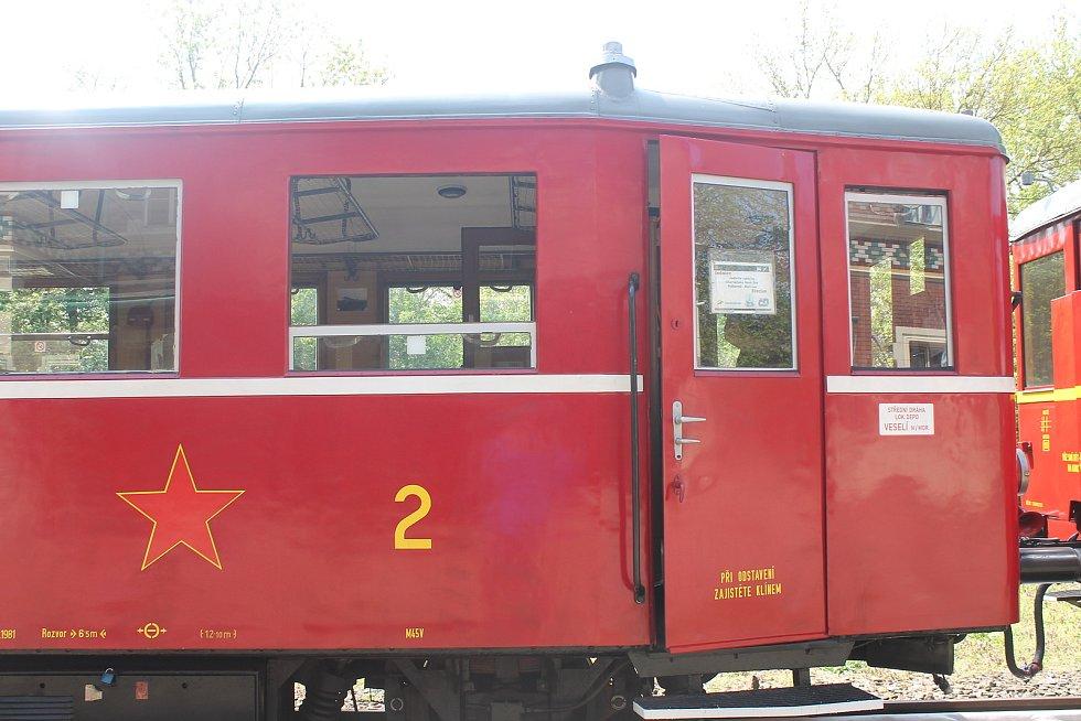Vláček již roky vozí turisty z Břeclavi do Lednice a zpátky.