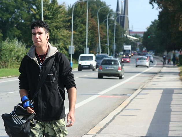 Den bez aut v Břeclavi byl ve čtvrtek plný aut. To, že je městská doprava pro tento den zdarma věděl málokdo.