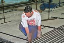 Stavební úpravy na hrací ploše by měly být ukončeny  před koncem letních prázdnin.