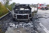 Na dálnici poblíž Rakvic shořel karavan. Plameny jej v neděli odpoledne zachvátily ve směru na Břeclav.