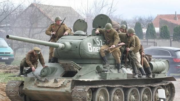 Ve Starovičkách se opět objevil sovětský tank. Bojoval proti vojakům wehrmachtu.