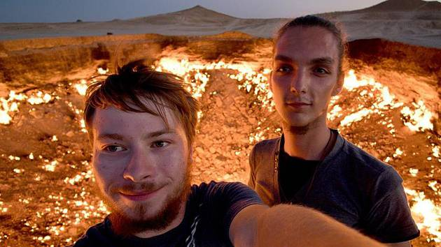 Dvojice odvážných mladíků z Břeclavi Adam Stohanzl a Jaromír Toncr se vydali se starým BMW až do dalekého Kyrgyzstánu. Už navštívili Gruzii, Rusko nebo Uzbekistán.