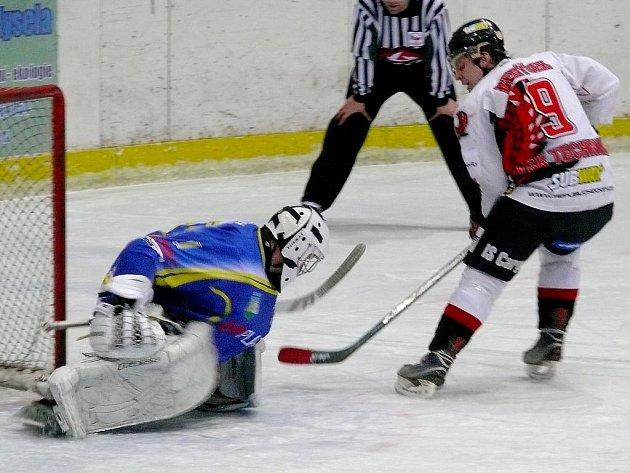 Břeclavští hokejisté v utkání s brněnskou Technikou.