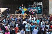 Cyklo - běh proti drogám cílí na osvětu mezi mladými lidmi a dětmi.