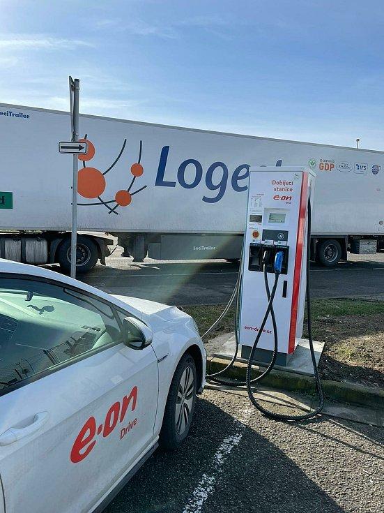 V Mikulově u čerpací stanice MOL funguje další dobíjecí stanice pro elektromobily.