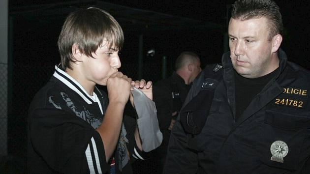Na diskotéce Oáza v Tvrdonicích odhalili policisté při zásahu desítky opilých mladistvých.