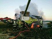 Hasiči likvidovali požár kombajnu u Pasohlávek.