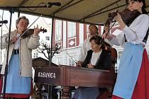 Pomyslné brány Mikulova se po zimě zase otevřely. Do města jimi vstoupilo jaro. Novou turistickou sezónu v sobotu symbolicky zahájil program s názvem Vítání jara.