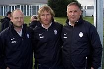Průvodcem trenérů Hoftycha a Valachoviče v tréninkovém středisku Juventusu Turín byl sám Pavel Nedvěd.