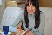 Autorka svou knihu i podepsala.