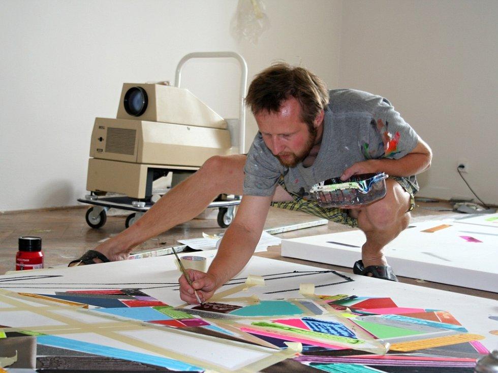 Začínající i zkušení výtvarníci tvoří svá díla v prostorách mikulovského zámku.