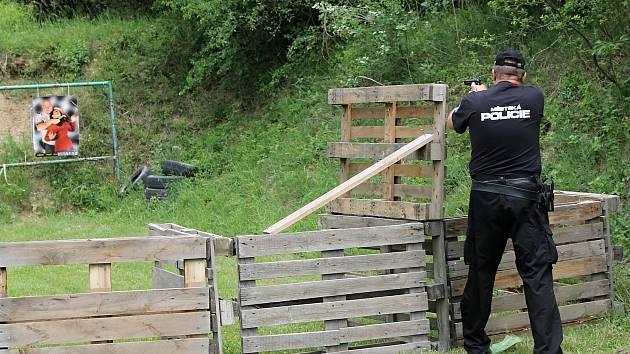 V Mikulově se ve čtvrtek konaly mezinárodní závody ve střelbě z pistole – O pohár starosty města.