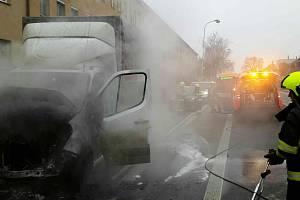 V břeclavské ulici Lidická hořelo v pátek odpoledne nákladní auto. Odhad škody byl 400 tisíc korun.