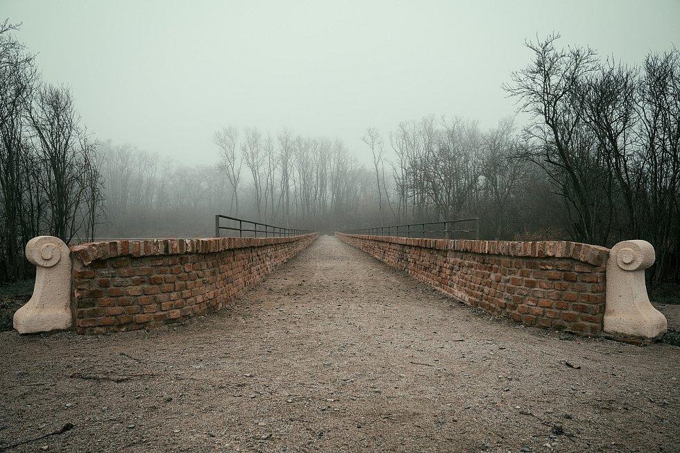 Historický obloukový most v lokalitě Portz Insel u Mikulova pochází ze sedmnáctého století.