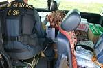 Celníci zastavili na dálnici u bývalého hraničního přechodu v Lanžhotě auto převážející konopí, padělky a lahve s bulharskými kolky.