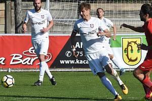 Fotbalisté Sokola Lanžhot (v bílých dresech), ilustrační foto
