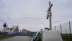 Připomínka obětí tragédie u Podivína. Odhalili jim památník