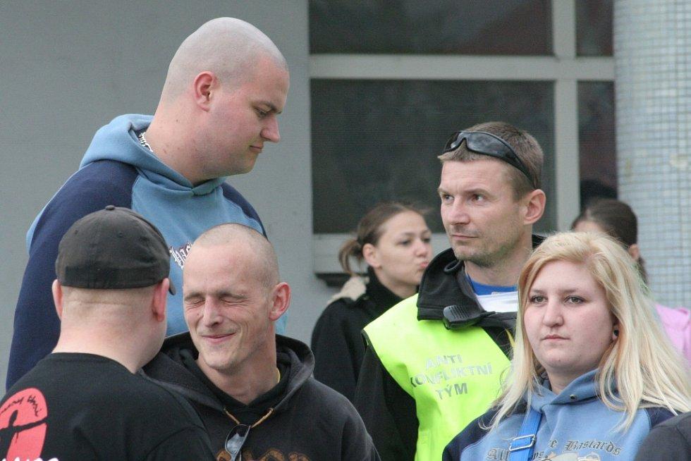Nedělní (22. dubna 2010) pochod za zbitého mladíka v Břeclavi.
