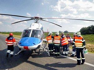 K nehodě letěl vrtulník. Ilustrační foto.