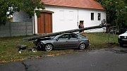 V Moravské Nové Vsi na Břeclavsku auto narazilo do sloupu.