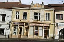 Hustopečská radnice opět uvažuje o koupi významného renesančního domu na Dukelském náměstí.  Dům byl majetkem umělkyně Věry Nohelové.