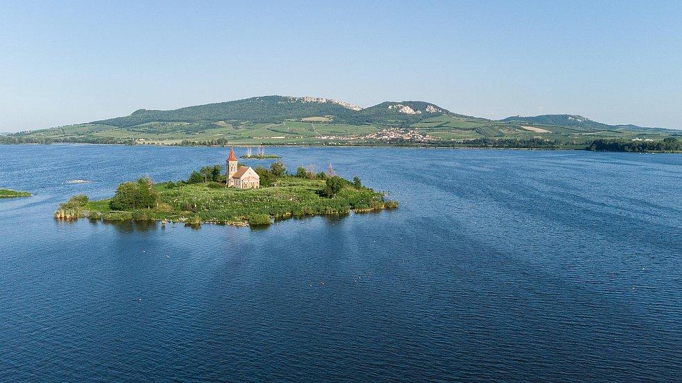 Kostel svatého Linharta je bývalý římskokatolický chrám v zaniklé vsi Mušov, dnes součásti obce Pasohlávky v okrese Brno-venkov, jako jediná dochovaná mušovská stavba novomlýnské nádrže, která je od roku 1994 přírodní rezervací.