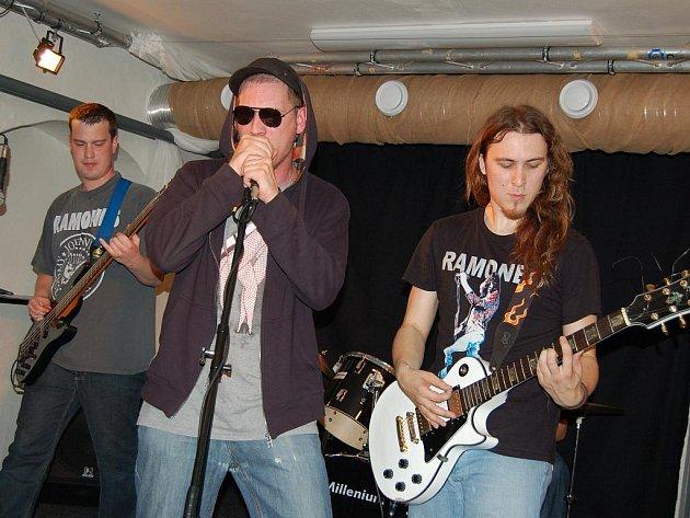 V prostorách M-klubu v Hustopečích se konal koncert punkových kapel.