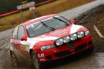 Hustopečská Alfa Romeo se na Rally Monte Carlo musela vypořádat s blátem i kalužemi.