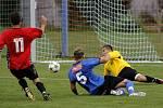 Velkopavlovičtí fotbalisté (v modrém) na hody prohráli s Ratíškovicemi.