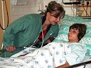 Napadený patnáctiletý Petr v břeclavské nemocnici. Čtvrtek 19. dubna.