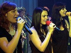 Součástí orchestru jsou kromě muzikantů i zpěvačky. Soubor už získal mnoho cenných úspěchů.