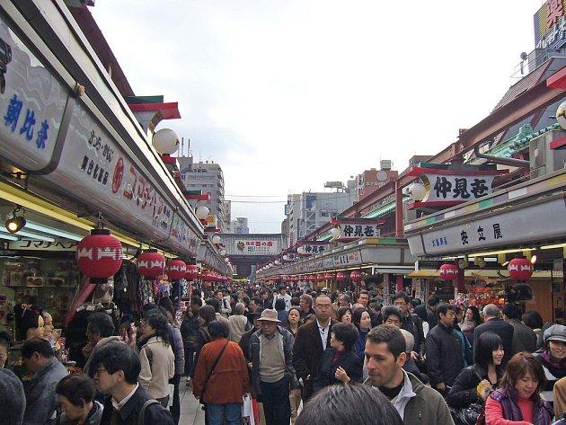 V tokijských ulicích bývá dost těsno.