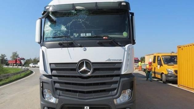 Opilý řidič kamionu vjel do staveniště.