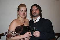 Zámecký sál mikulovského zámku zaplnili návštěvníci hned ze tří států. Reprezentační ples nazvaný Noc s hvězdou muzikálů patřil nejen Mikulovčanům, ale také tanečníkům z rakouského Drasenhofenu a slovenských Kút.