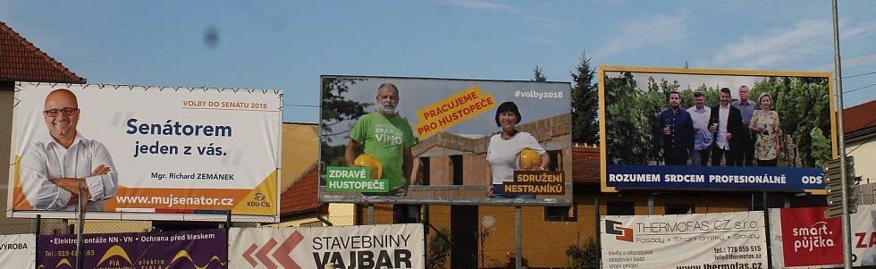 Takto to vypadalo s billboardy v Hustopečích před volbami.