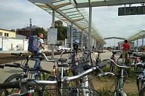 Cyklověž v Břeclavi je hotová, za pár dní začne fungovat v ostrém provozu. Pojme až 118 jízdních kol.