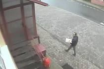 Policie hledá muže, který se v pátek dvacátého října pohyboval v Tvrdonicích na Břeclavsku.