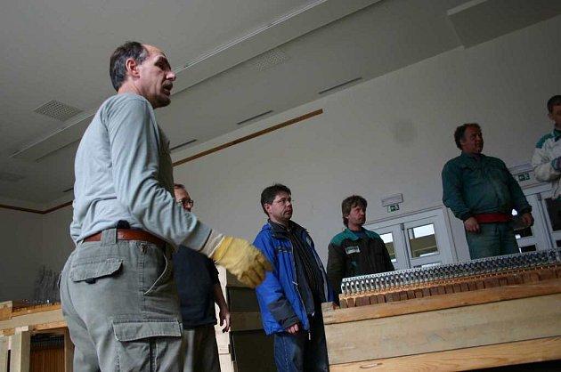 V břeclavské škole umění tento týden instalují nově zrekonstruované varhany.