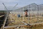 U Velkých Němčic roste obří skleník na pěstování rajčat.
