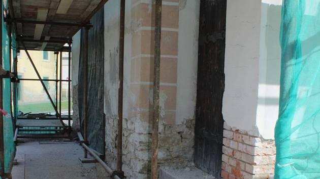 Oprava zámku v Bohuticích nebo obnova fary. Krumlovští pomohli devíti památkám