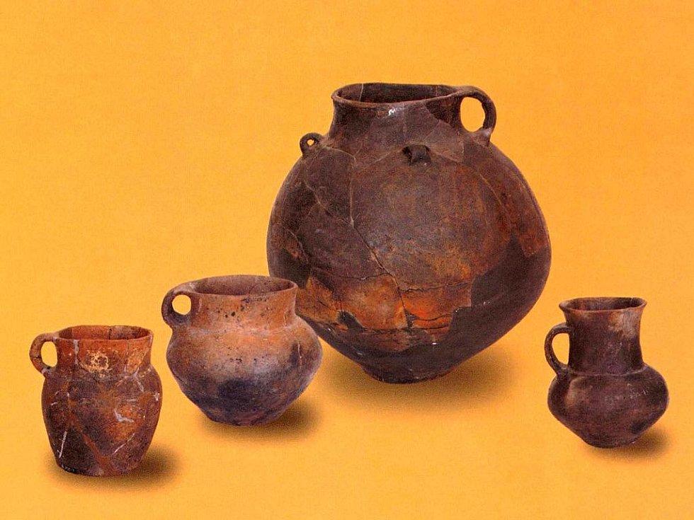 Keramické nádoby lidu se šňůrovou keramikou (podle: Šebela 1999: The Corded Ware Culture in Moravia and in the Adjacent Part of Silesia).